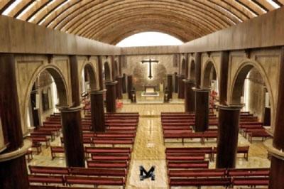 Igreja no Iraque reabre ao culto após a guerra