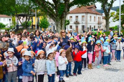 """Centenas de crianças festejaram """"o seu dia"""""""