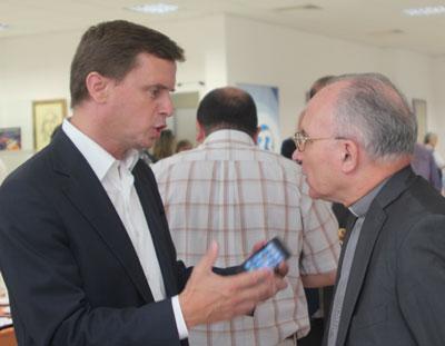"""D. Pio Alves, aos 50 anos de Padre sente-se """"feliz em servir a Igreja"""""""