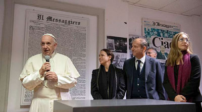 Papa visita a sede do Il Messaggero para saudar todos os jornalistas