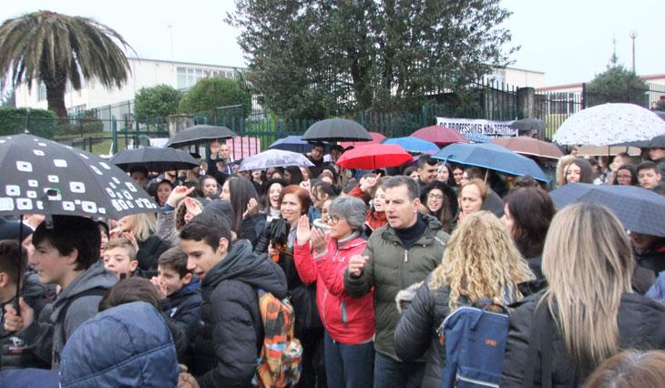 Escola Básica e Secundária fechada em protesto para exigir obras