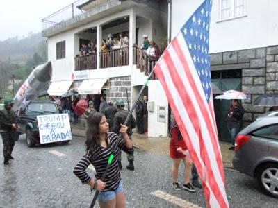 Carnaval de Parada sai à rua mesmo com chuva