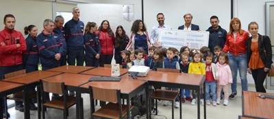 Alunos do Pré-escolar ofereceram cheque aos Bombeiros Voluntários