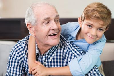 Avós desafiados a ensinar os netos