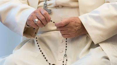 O Papa pede que em Maio se reze o terço em casa