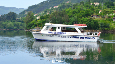Barco turístico já navega na albufeira da Caniçada