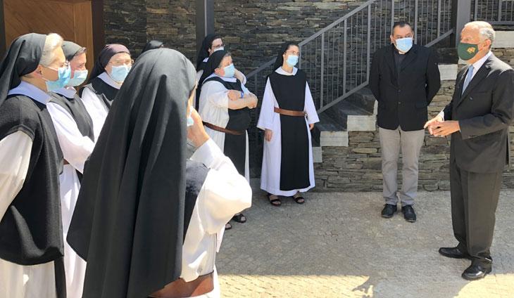 Monjas do Mosteiro Trapista visitadas pelo Presidente da República